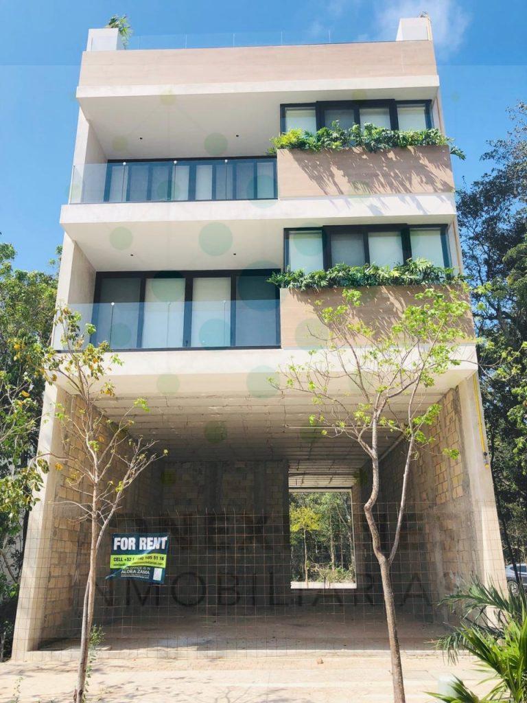 Local en renta sobre importante acceso a Aldea Zamá, listo para Entrega