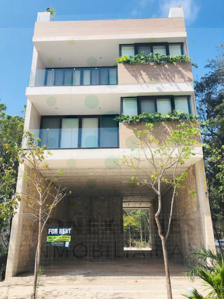 Local en renta sobre importante acceso a Aldea Zama listos para Entrega – Tulum